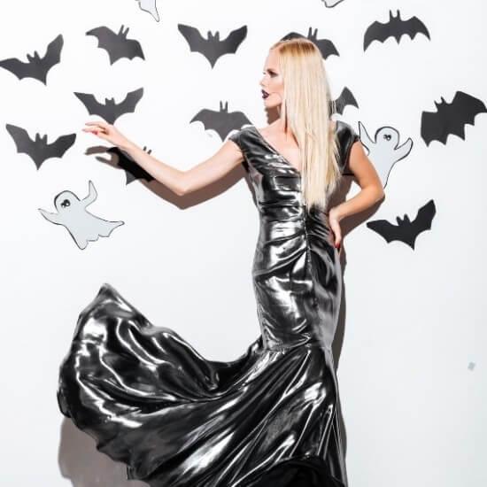 halloween blog post ideas - fashion - woman in vampire costume