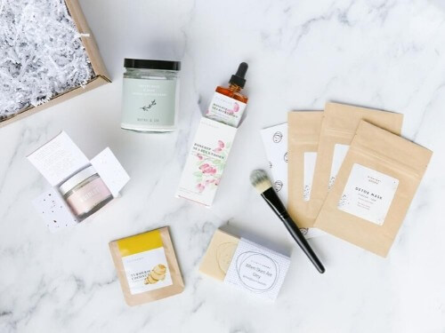 flat lay of jiyubox subscription fall box 2019