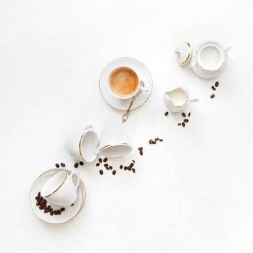 how to stay focused - take breaks with pomodoro method - top down of coffee cups and beeans