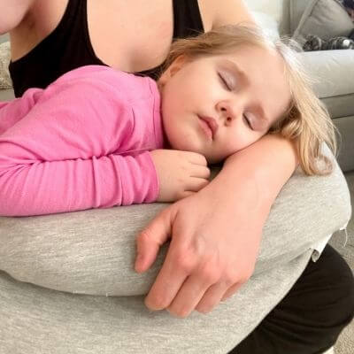 toddler napping on clean snoogle