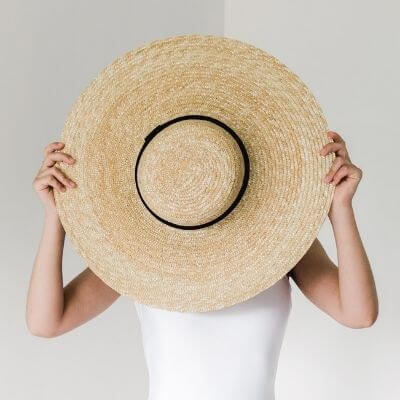 summer fashion blog ideas - hat covers swimsuit blogger
